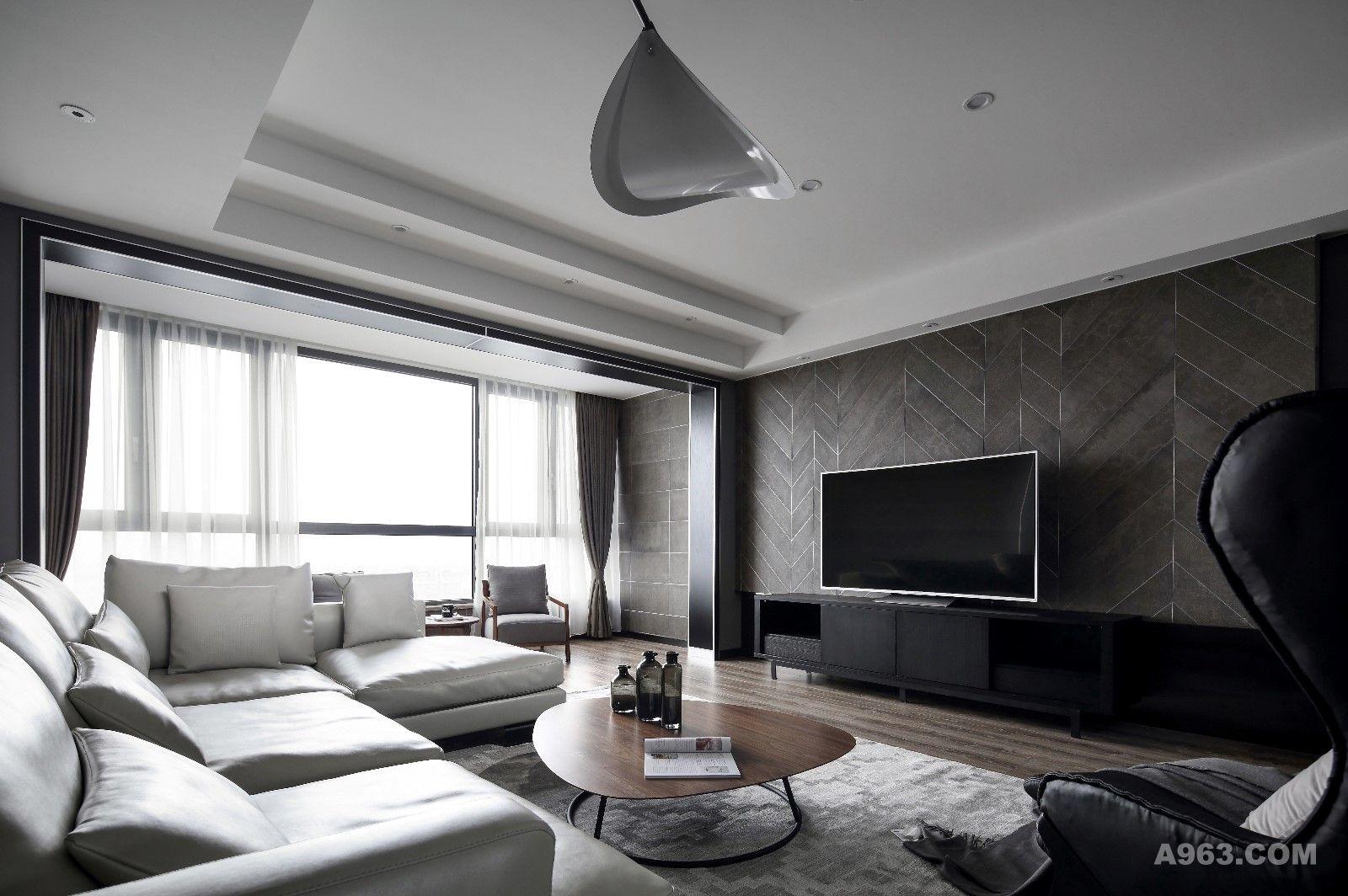 赵无极现代装饰画的设计,点亮空间,使背景看起来不沉闷.
